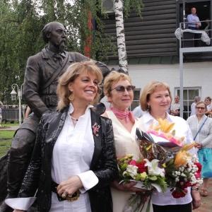 Открытие памятника Н.А.Некрасову в Вятском, работы члена-корреспондента РАХ Е.В.Пасхиной