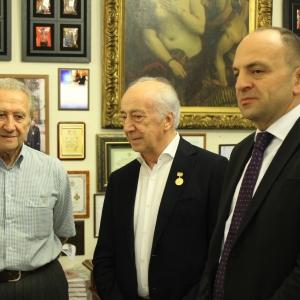 Почетный член РАХ Чингиз Фарзалиев награжден Золотой медалью «Достойному» Российской академии художеств.