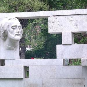 А.А.Арутюнян.Памятник Саят-Нове