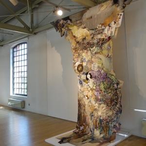 Н.В. Мурадова. Текстильная композиция «Непрочный памятник мгновенью...» на выставке в Польше. Авторская техника.