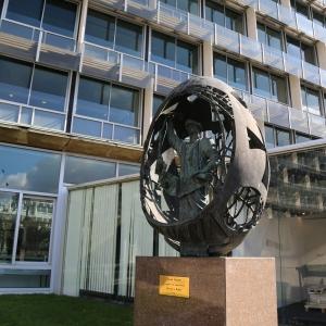 «Рождение Нового Человека». Штаб-квартира ЮНЕСКО (Париж). 1994 г. Автор: З.К. Церетели