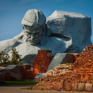 А.П.Кибальников (совместно с А. О. Бембелем, В. А. Королём). Мемориальный комплекс «Брестская крепость». 1968-1971