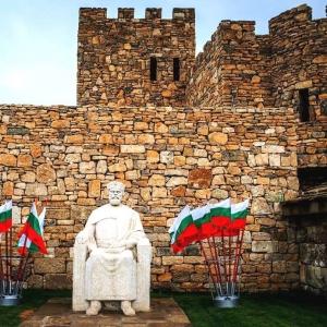 Открытие бюстов созданных академиками РАХ на Аллее писателей в Болгарии.