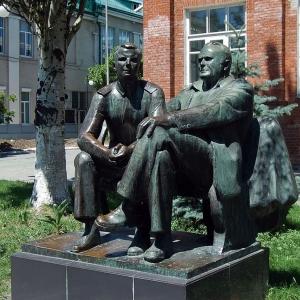 О.К.Комов (1932-1994). Памятник Королеву и Гагарину. 1975. (установлен- 2012).Таганрог.